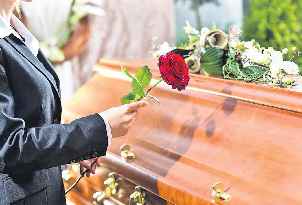 10 THINGS NOT TO DO AT A FUNERAL